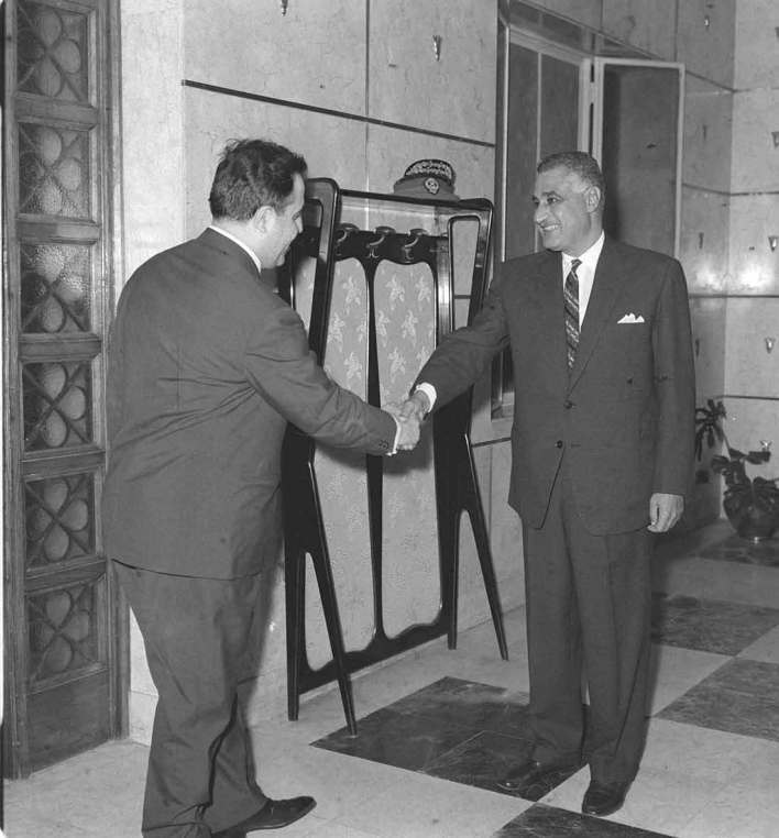 جمال عبد الناصر ونور الدين الاتاسي في حفل عشاء تكريم الوفد السوري 1968(1)