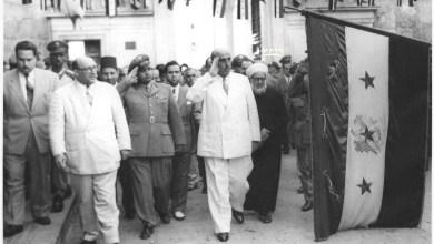 شكري القوتلي وصحبه يحيون العلم السوري أمام المسجد الأموي 1957