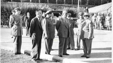 شكري القوتلي في زيارة لأحـد مواقـع تدريب المقاومـة الشعبيـة 1956 (11/1)