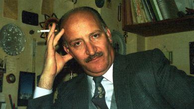 نصر الدين البحرة في منزله بدمشق عام 1984