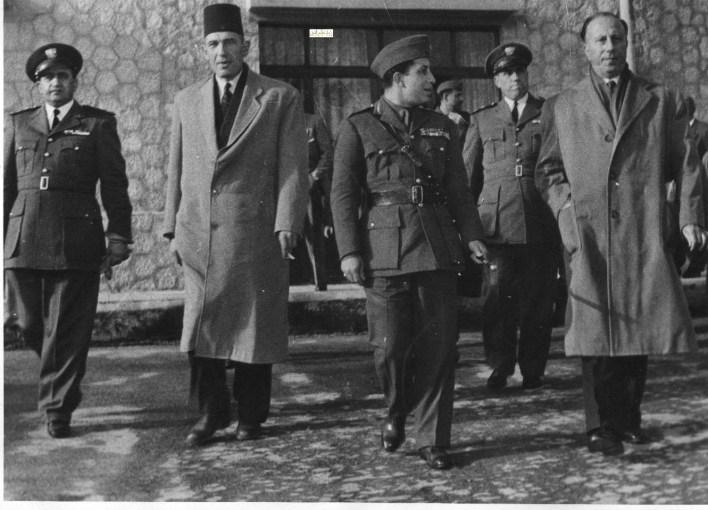 ملك العراق فيصل الثاني في مطار المزة عام 1954 (2)