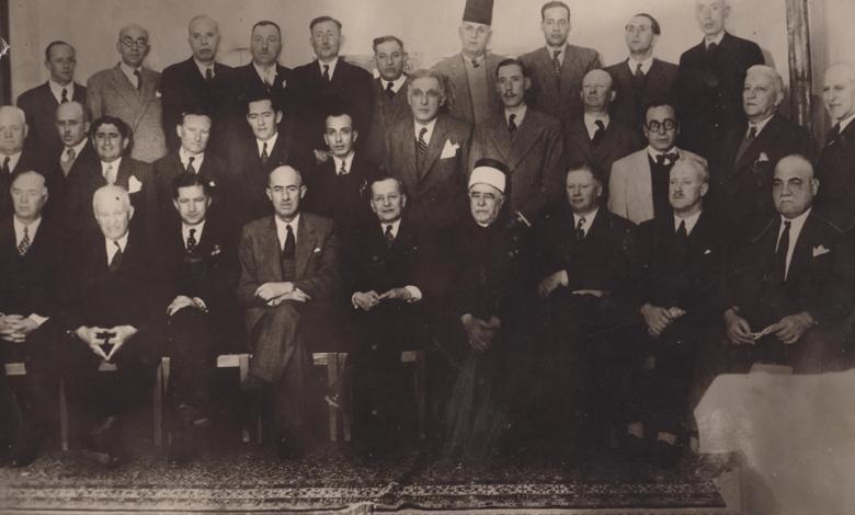 محافظُ اللاذقيَّة وأعضاءُ غرفة تجارة اللاذقيَّة وبعضُ الوجهاء في عام 1948م