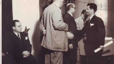 يوسف الدبيسي يتسلم شهادة إجازة في التاريخ - جامعة دمشق عام 1951