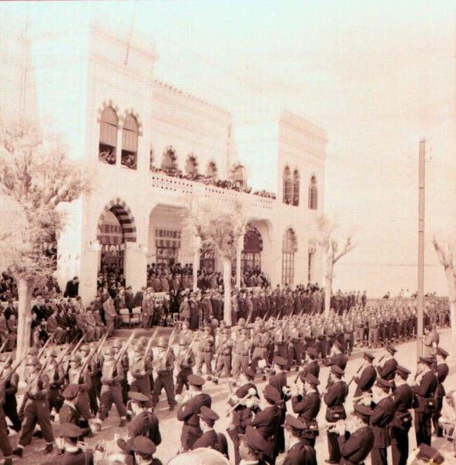 عرضٌ عسكريٌّ أمام الكازينو.. بحضور فوزي سلو وأديب الشيشكلي عام 1953م