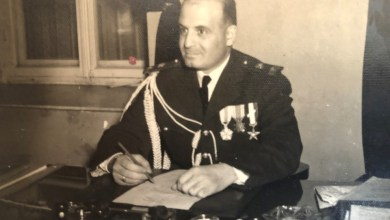 جمال الفيصل المرافق الشخصي للرئيس الأتاسي في مكتبه بالقصر الجمهوري