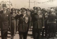 أديب الشيشكلي وجمال الفيصل في العرض العسكري بمناسبة شراء أول صفقة أسلحة (1)