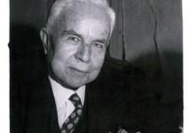 صورة فارس الخوري مهداة بتوقيعه إلى الدكتور عدنان الخطيب