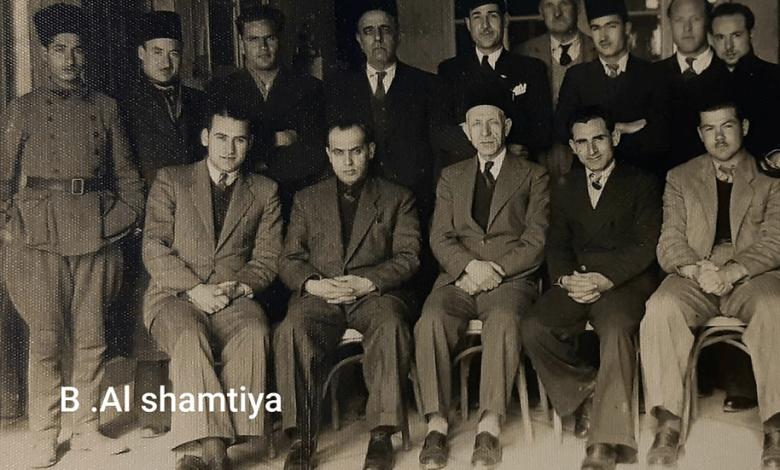 موظفو دائرة إعاشة حماة مع رئيسها قدري الكيلاني عام 1945