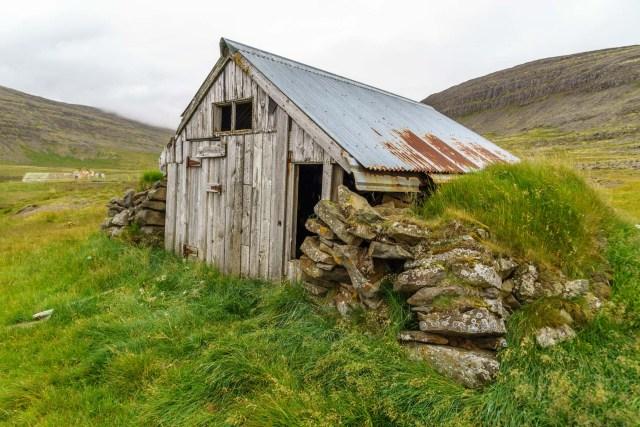 Alte Fischerhütte unterwegs