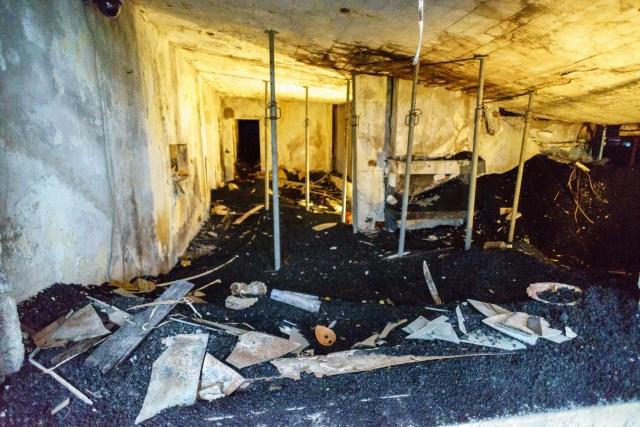 Mittelpunkt des Museums - die verschüttete Ruine eines Wohnhauses