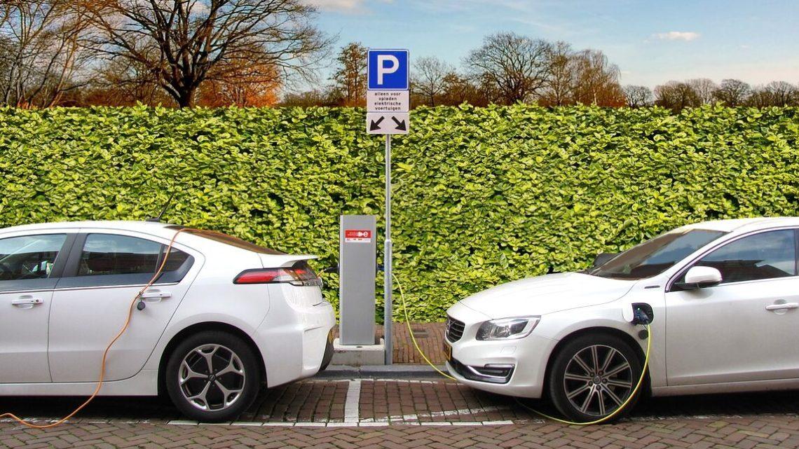 Nel 2030 circoleranno più auto elettriche che tradizionali