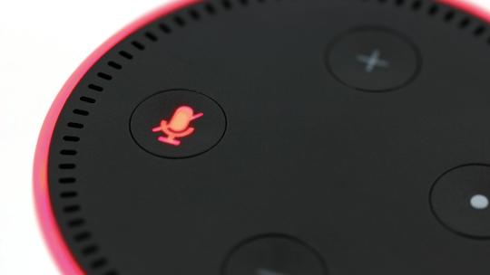 Alexa Echo Dot 4 è il nuovo Alexa bianco con l'orologio