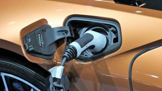 Un istituto tedesco vuole produrre batterie flessibili per le auto elettriche