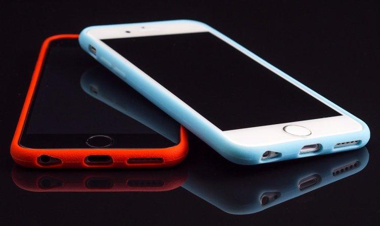 Como você conserta uma tela negra da morte em um iPhone?
