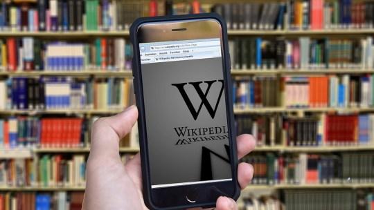 Как изменить название страницы Википедии
