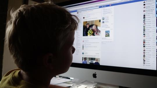 Conseils Facebook pour que les enfants utilisent le réseau social