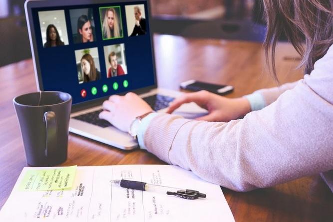 Cómo conectarte con familiares y amigos: las mejores app para video llamadas