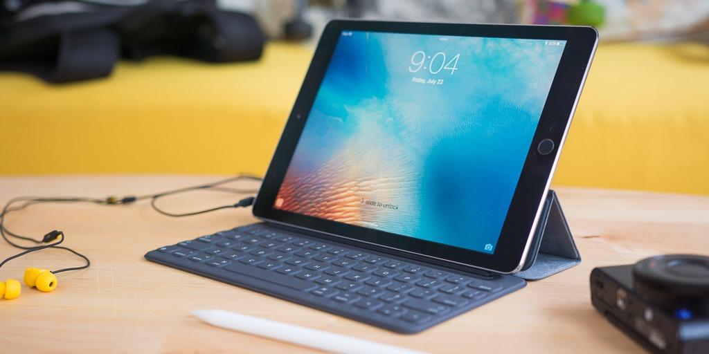 ipadprokeyboardcases 2x1 1974 - تعرف على طريقة استخدام اختصارات لوحة المفاتيح الذكية على iPad Pro