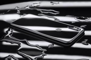 15 08 2018 16 36 49 300x198 - موتورولا تكشف عن جوالها Motorola P30 مع شاشة بحجم 6.2 إنش وبدقة +FullHD