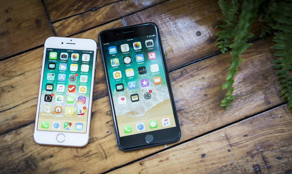 iphone 8 and 8 plus 2up 100737912 orig - آبل تخفض أسعار هواتف iPhone 8 و iPhone 8 Plus المجددة إلى 499$