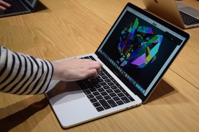 Apple Macbook Pro 15 1024x683 - بالخطوات.. تعرف على كيفية استخدام التدوين الآلي AutoFill لكلمات المرور على حواسب ماك