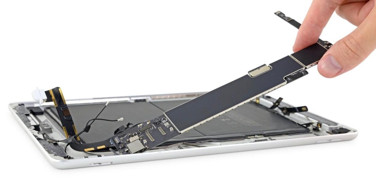 iFixit ipad teardown - تفكيك جهاز آيباد الجديد بقياس 10.2 يعطينا نظرة جيدة عن مكونات الآيباد الداخلية