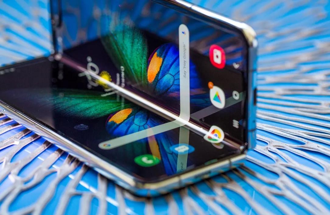 2019 10 06 01 30 15 Window - فيديو.. جوال Galaxy Fold القابل للطي يفشل في اختبار الكفاءة رغم تصريح سامسونج