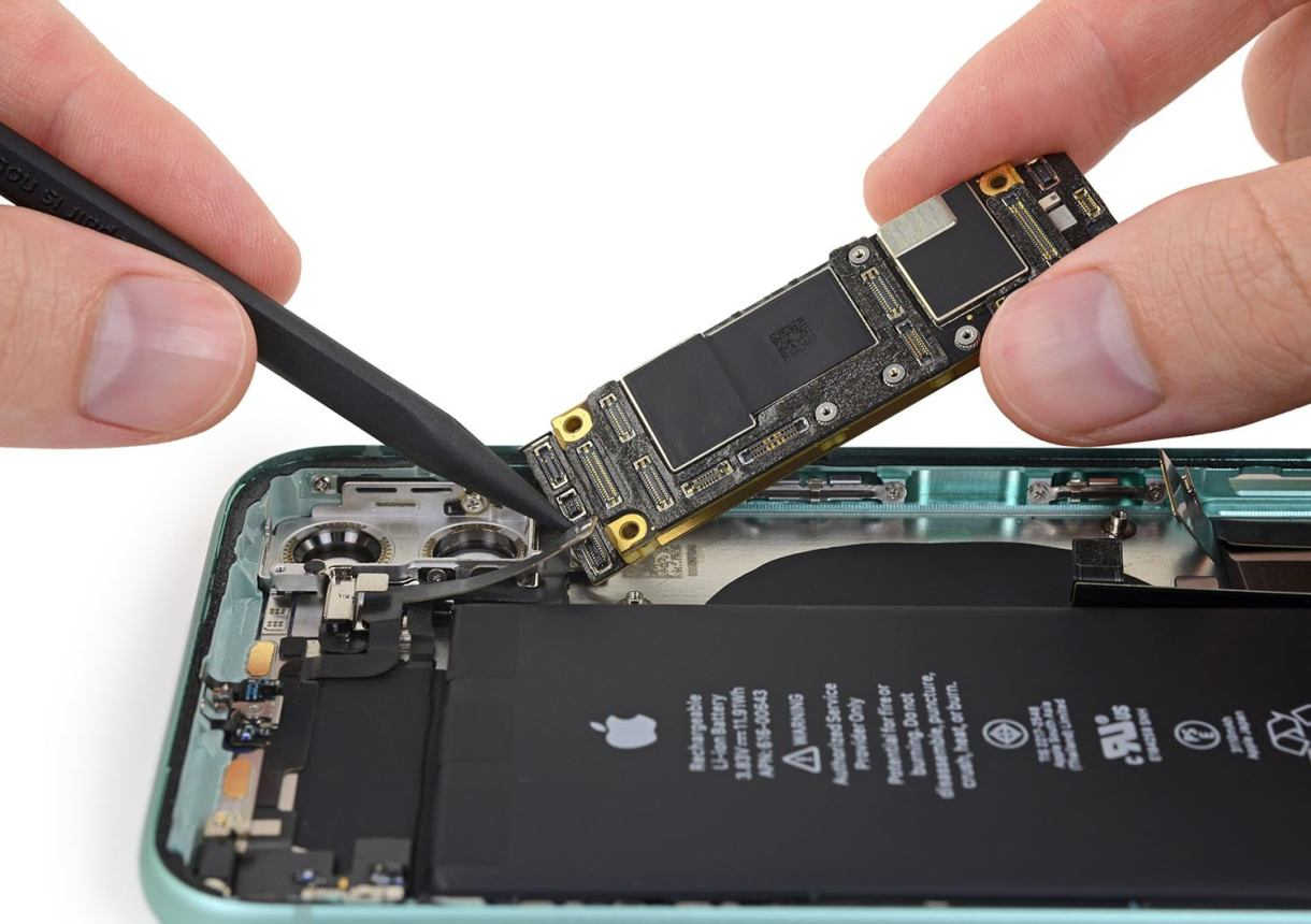 iPhone 11 teardown - بطارية الجرافين أصبحت جاهزة لدعم الجيل القادم من الجوالات الذكية