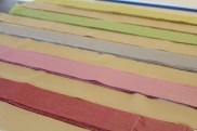 Legg stimlene i ønsket fargekombinasjon - det er en god ide å ha en farge som binder og danner en bunn for chevron-mønsteret. Jeg valgte offwhite som bunnfarge.