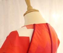 Flott detalje - tittekanten gir den enkle kjolen karakter