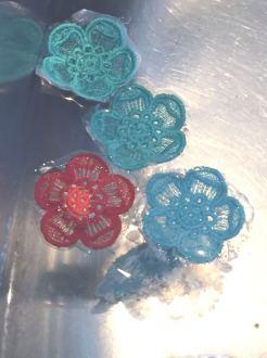 Blondeblomster i vann - stabiliseringen løser seg opp.