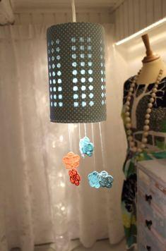 Heng lampen opp og nyt synet av glade farger og lys.