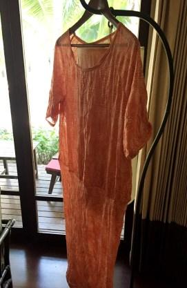 Kjolen er i en krinklet viskosejersey som er enkel å vaske og som ikke behøver å strykes