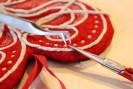 Klipp alle løse forbindelsestråder med en spiss saks og en pinsett