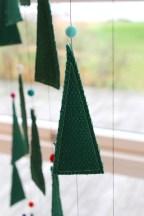 Juletreet består av trekanter som måler 13x4,5cm. Det er laget 7 rekker der den miderste har 6 trekanter, de to ved siden av har 5, deretter 4, og så til sist 2 trekanter