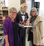 Hjørdis og Ingrid møtee denne elskverdige eldre herren på KreStoffer