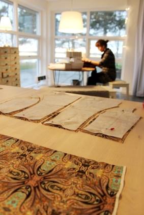 """Jeg fant også et fantastisk stykke stoff i """"restehaugen"""" - en flott mønstret viskose jerseykvalitet. Det ble helgen da mønster tilpassning nådde nye højder"""