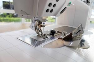 Kantebåndsapparatet er smidig og hurtig å montere - det er kun en skrue som festes.