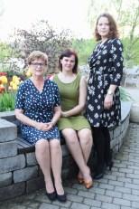 Tre flotte kvinner i egne kreasjoner - min mor, søster og datter. SMUKT!!