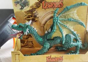 En leketøys drage kjøpt på Toys'R'Us