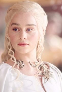 Slik laget Andrea Daenerys karakteristiske dragesmykke