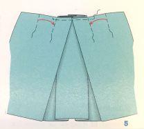 ... og over dem foldes enda to i tillegg til to mindre på hver side