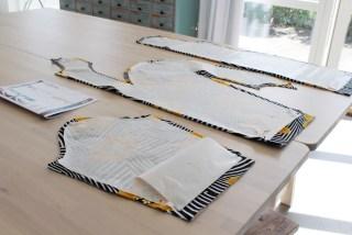 Husk å markere eller klippe hakk før du tar vekk mønstret fra mønsterdelene ellers vil du få problemer
