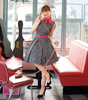 Rockabilly dress Burda Easy - så flott