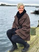 Sittig on the dock of the bay - Andrea er så flott i sin nye cape