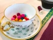 De små filtkulene er kjøpt på Søstrene Grene og passer ferfekt til cupcakene