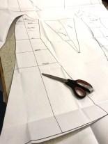 Mønster til panelkjole med masse vidde nede. Mønsteret blir tilpasset til dine personlige mål