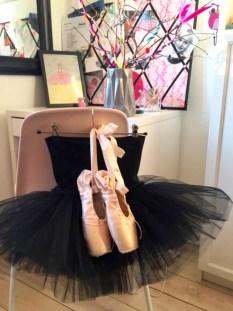 Så yndig som det kan bli - lyserose ballettsko og sort ballettskjørt