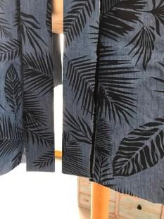Sy sammen kanten i nakken og vrengsy hver ende, press og sjekk at kant og kimono har lik lengde