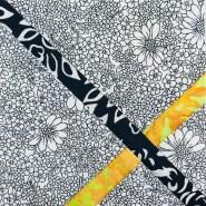 Elsker kontrasten mellom de søte små blomstene og det gule og sorte batikkstoffet